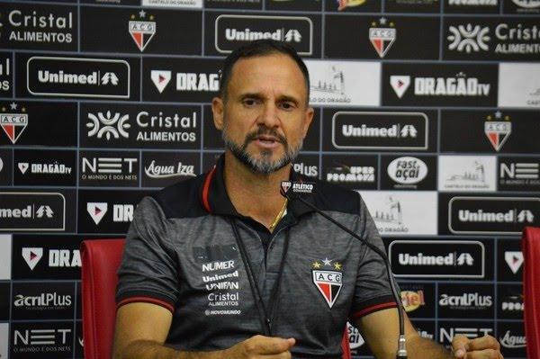 Vitória se aproxima de acerto com ex-treinador do Vila Nova - Notícias -  Galáticos Online